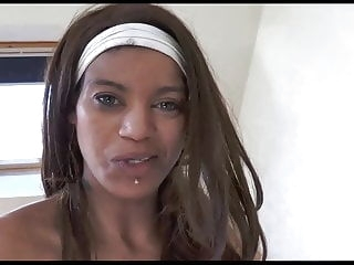 Funny beurette who takes only in the ass blowjob